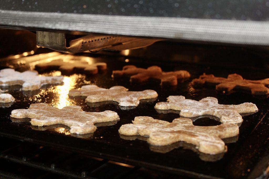 bake cookies in oven