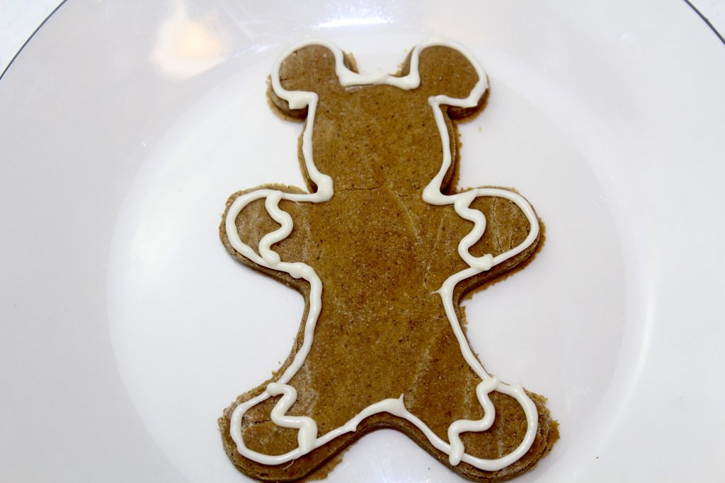 pipe the outline of gingerbread cookie