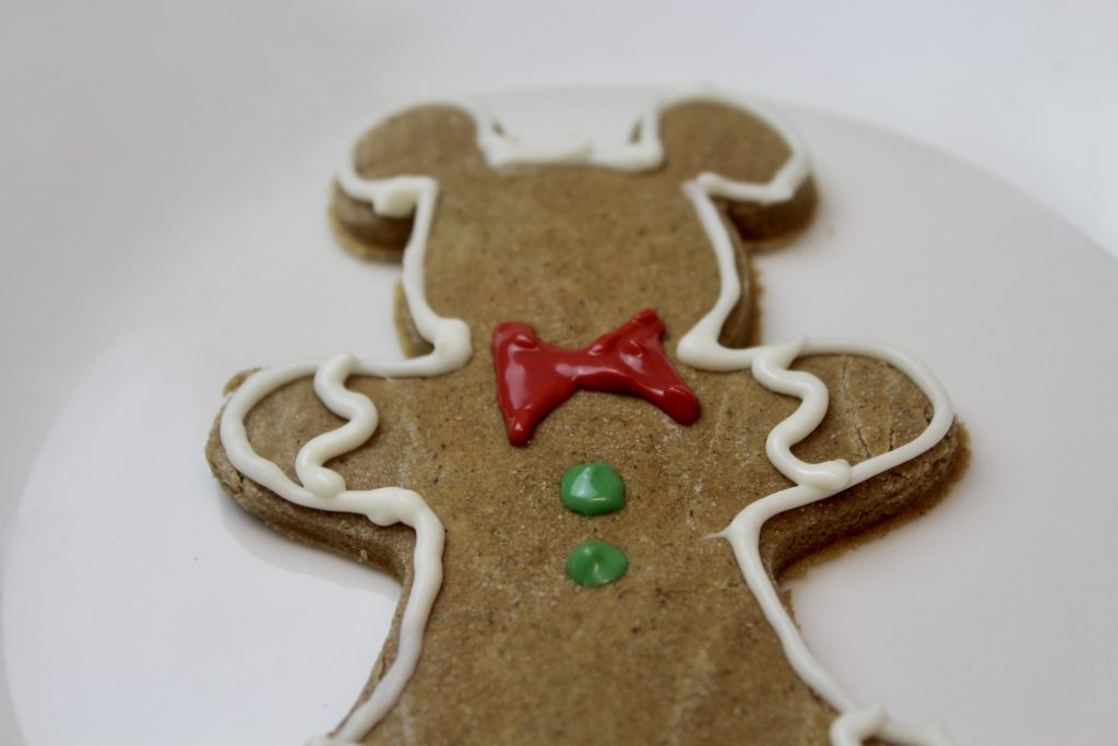 bowtie and buttons on gingerbread man cookie