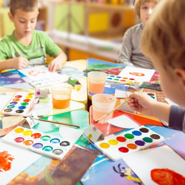 5 Ways to Teach Colors to Preschoolers and Kindergartners