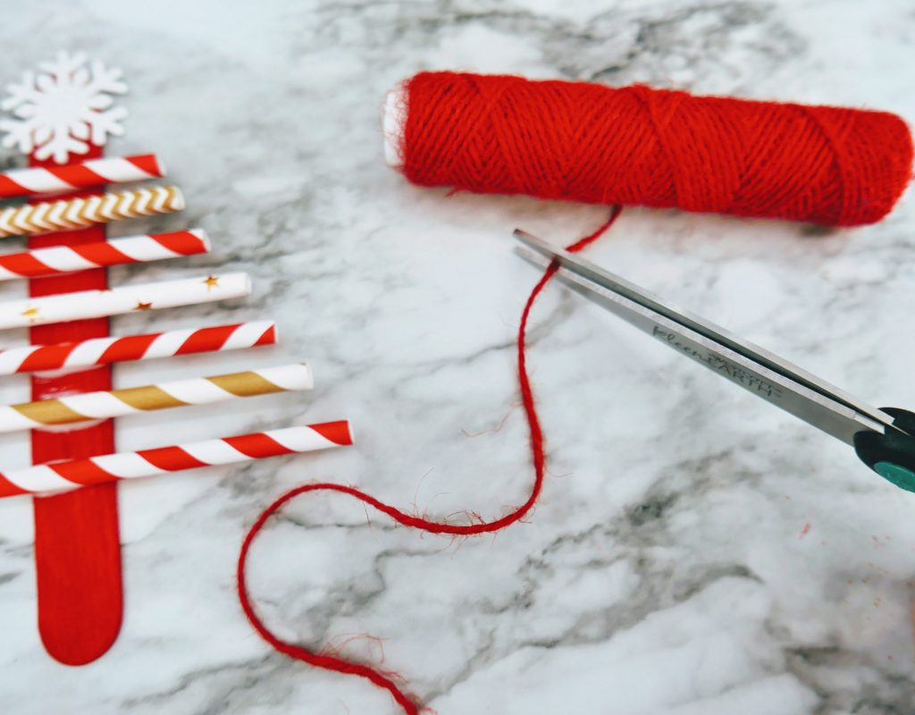 cut twine for Christmas Tree Straw Craft